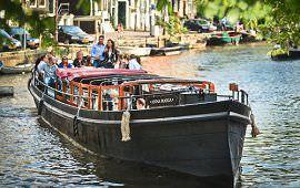 Boot huren Amsterdam. Salonboot Anna Maria
