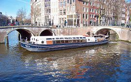 Boot huren Amsterdam. Rondvaartboot Wilhelmus