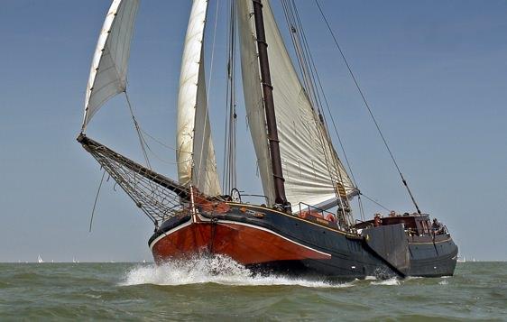 Boat rental Monnickendam. Tjalk Zuiderzee