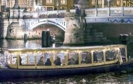 Boot huren Amsterdam. Salonboot Aagje Deken