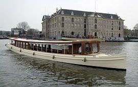 Boot huren Amsterdam. Salonboot Adeline