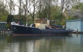 Boot huren Amsterdam. Motorboot Arend