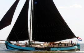 Boat rental Harlingen. Tjalk Confiance