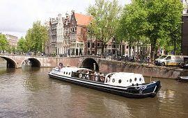Boot huren Amsterdam. Rondvaartboot Smidtje
