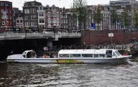 Boot huren Amsterdam. Rondvaartboot Jeroen Krabbé
