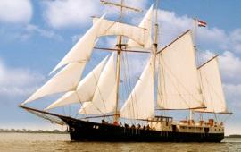 Boot mieten Amsterdam. Klipper Admiraal van Kinsbergen