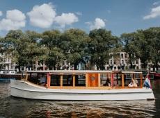 Boot huren Amsterdam. Salonboot Marjet