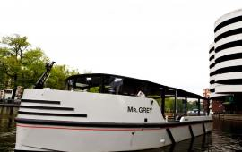 Boot huren Amsterdam. Motorboot Mr Grey