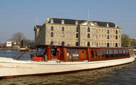 Boat rental Amsterdam. Saloon boat Monne de Miranda
