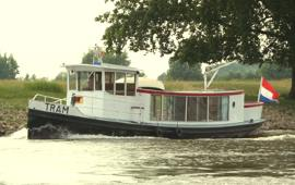 Boot huren Deventer. Rondvaartboot Tram