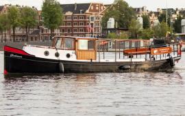 Boot huren Amsterdam. Salonboot Giuliana