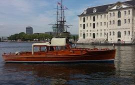 Boot huren Amsterdam. Salonboot Kaprifolia