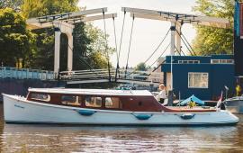 Boot huren Amsterdam. Salonboot Schollevaar