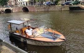 Boot huren Amsterdam. Salonboot Ambolux
