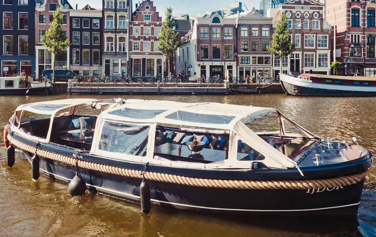 Boot huren Amsterdam. Sloep IJdok