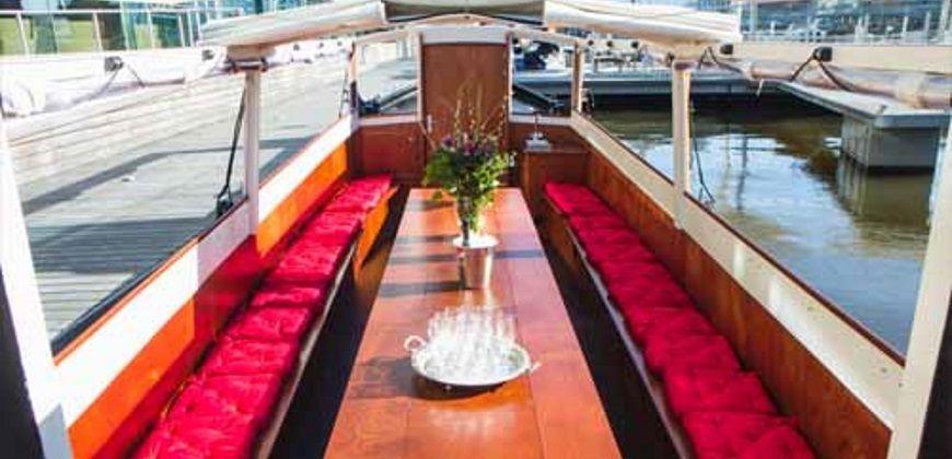 Rondvaartboot-huren-amsterdam-stella-maris