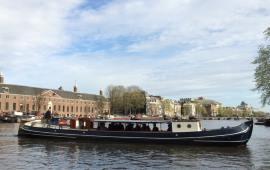 Boot huren Amsterdam. Rondvaartboot Rinske
