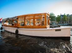 Boot huren Amsterdam. Salonboot Undine