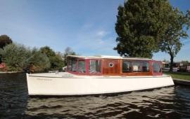 Boat rental Amsterdam. Saloon boat Sarah