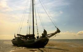 Boat rental Muiden. Tjalk Zuiderzee